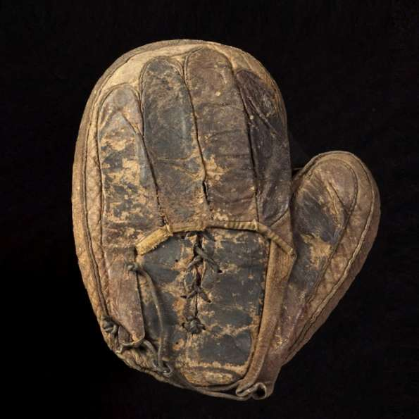 c. 1890's Spalding Catchers Mitten Back