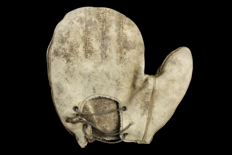 c. 1890's Crescent Mitt With Elongated Thumb Back