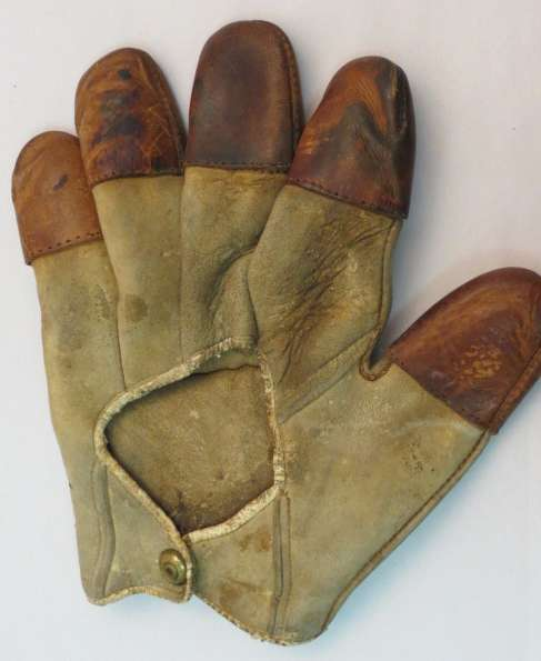c. 1890's Spalding Tipped Finger Catchers Glove Back