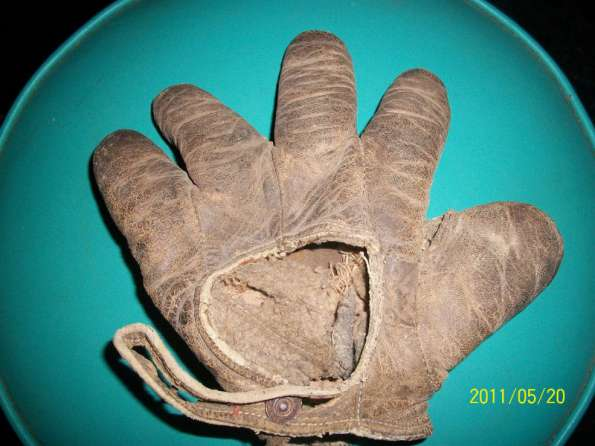 c. 1890's-00's Webless Crescent Brown Glove Back
