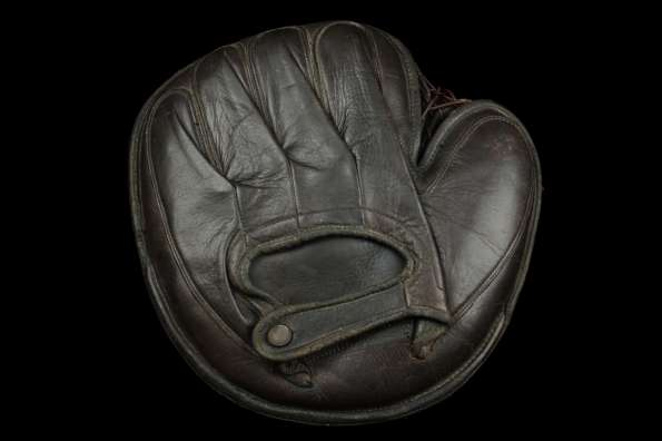 c. 1890's William Read & Sons Laced Perimeter Catchers Mitt Back