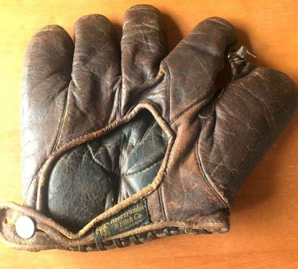 Abercrombie & Fitch Glove Back