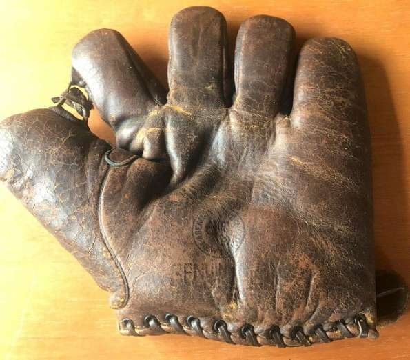 Abercrombie & Fitch Glove Front