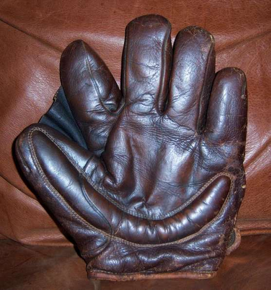 Early 1900's A.J. Reach Crescent Glove Front