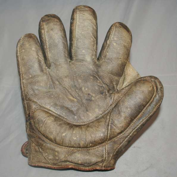 Early 1900's Victor Crescent Glove Lefty Front