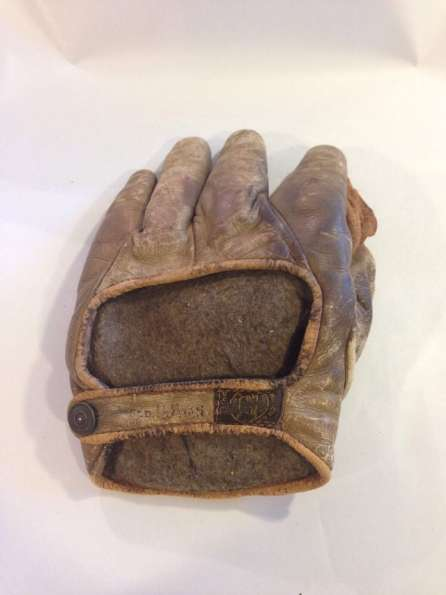Early 1900's A.J. Reach Asbestos Crescent Glove Back