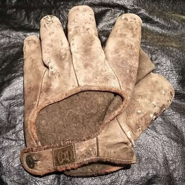 Early 1900's A.J. Reach Crescent Glove Back