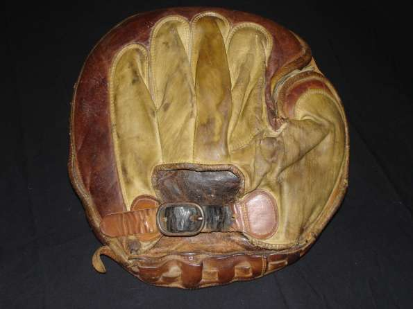 Early 1900's D&M Crescent Pad Laced Perimeter Catchers Mitt Back