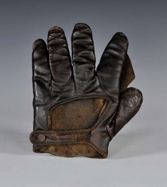 Early 1900's Spalding Black Crescent Glove Back