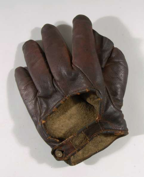 Early 1900's Spalding Crescent Glove Back