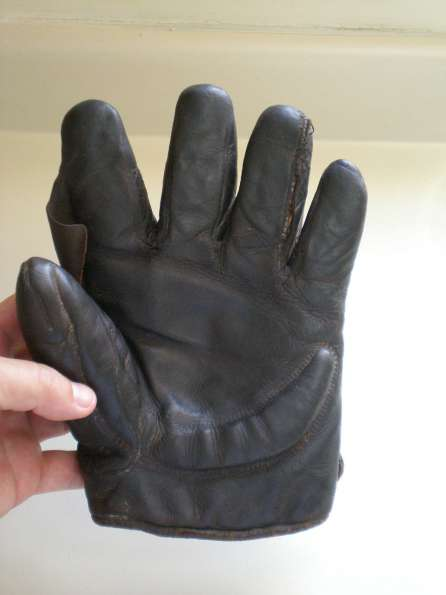 Early 1900's Spalding Crescent Glove Dark Front