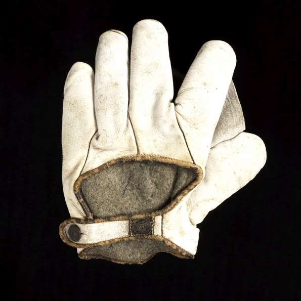 Early 1900's Spalding White Crescent Glove Back