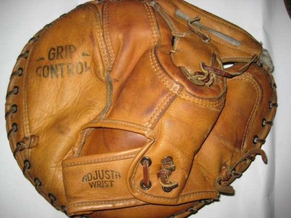 Honus Wagner Sporting Goods MCD Catchers Mitt Back