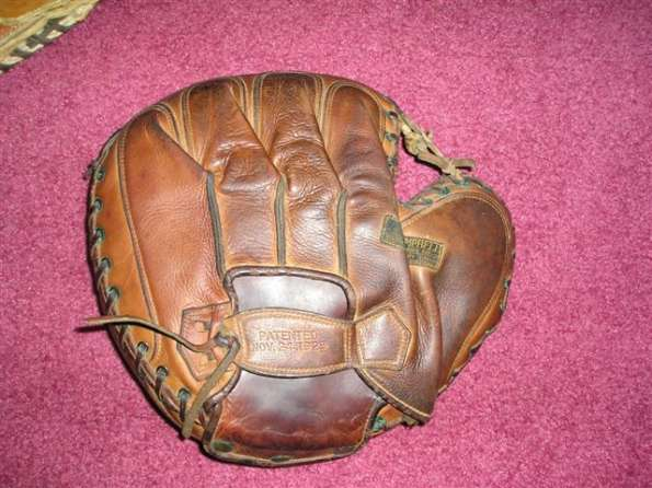Lowe Campbell Catchers Mitt Front Robbie
