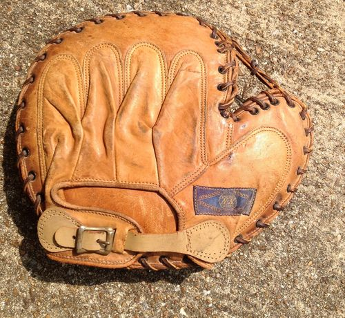 Neumann Newvine 382 Catchers Mitt Back
