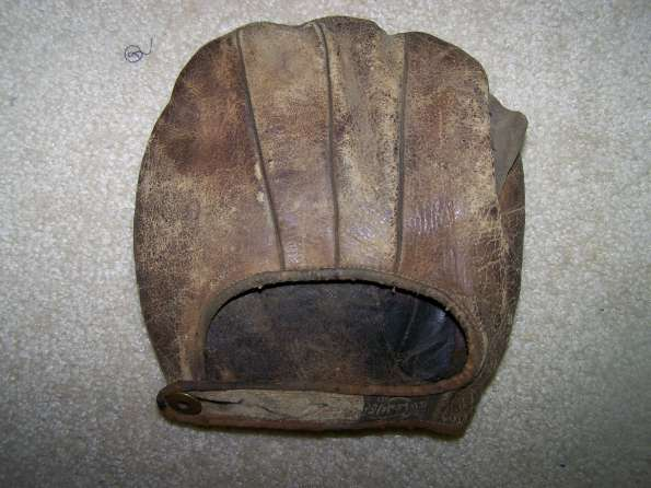 c. 1910's A.J. Reach Fielders Mitt Back