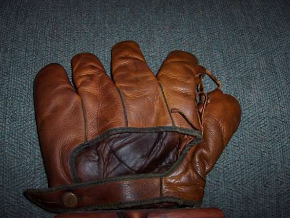 Redwing 3B25 Softball Glove Back