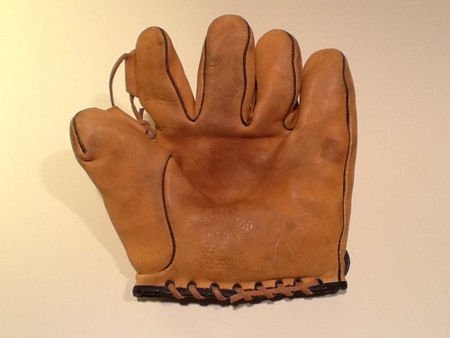 Lon Warneke Junior Glove Front