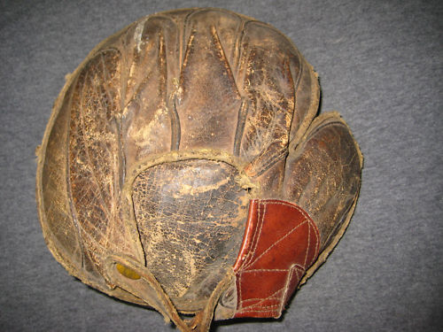 Ratsch Peerless Catchers Mitt Back