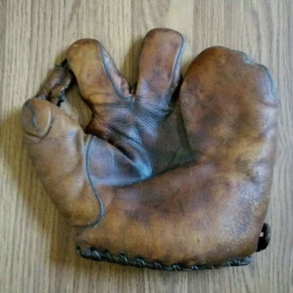 Rogers Hornsby Thomas E. Wilson 3 Finger Front