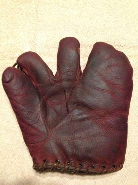 Victor, Wright & Ditson 3 Finger Burgundy Front