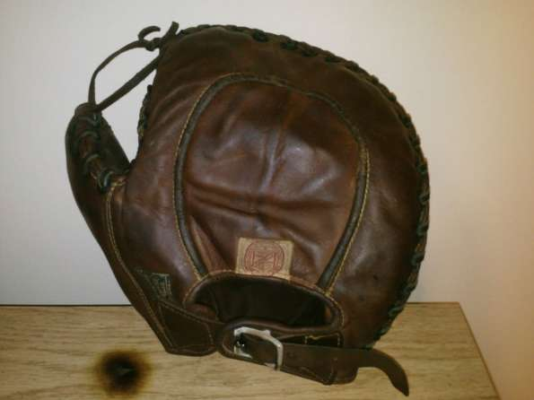 George Sisler Rawlings Basemitt Lefty Back