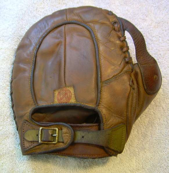 Rawlings FB143 Basemitt Back