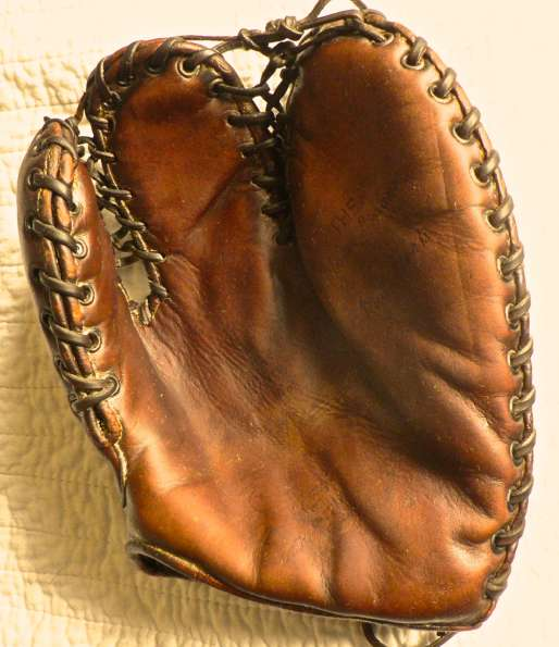 Rudy York Rawlings Trapper Mitt Front