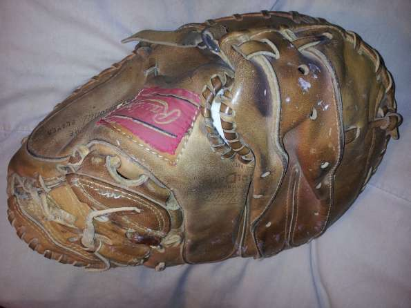 Johnny Bench Rawlings Heart of the Hide Catchers Mitt Back