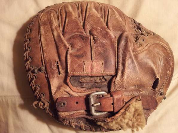 Rawlings Buckle Back Catchers Mitt Back