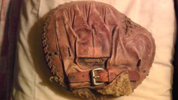 Rawlings Catchers Mitt Back