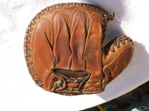 Ripon Catchers Mitt Back