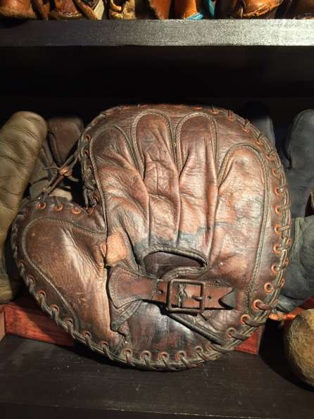Spalding Interstate Catchers Mitt Lefty Back