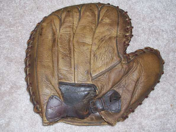 Victor Brown Basemitt Back