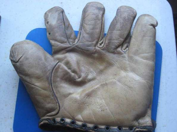 Walter Johnson No Lace Glove Front