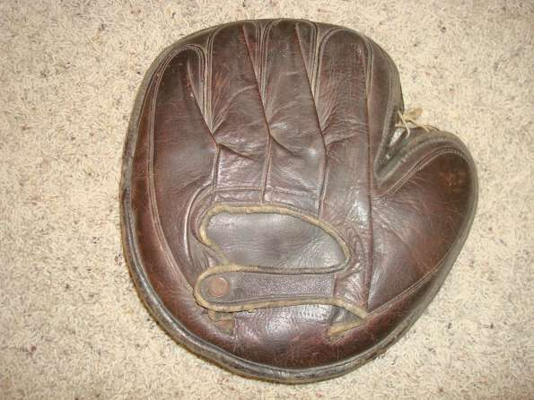 William Read & Sons Laced Perimeter Catchers Mitt Back