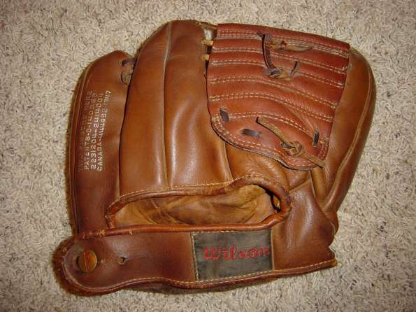Wilson Ball Hawk A2170 Two Finger Brown Back