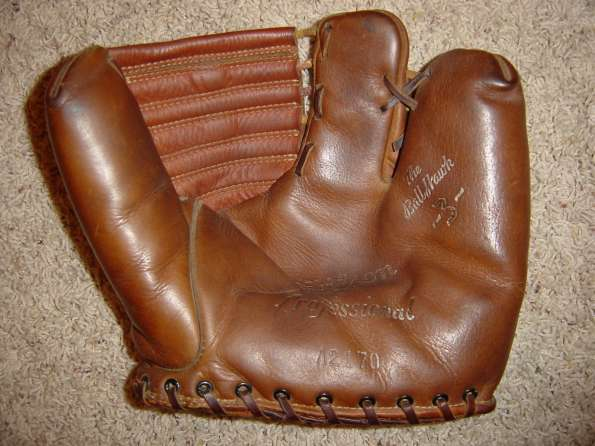 Wilson Ball Hawk A2170 Two Finger Brown Front