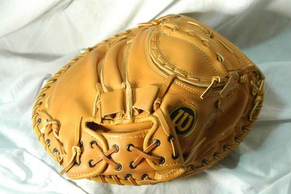Wilson 1139 Large Knuckle Ball Catchers Mitt Back