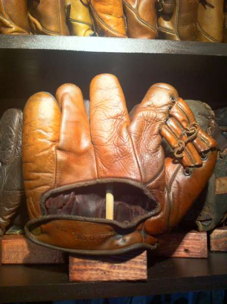 Rogers Hornsby Wilson 970 Back