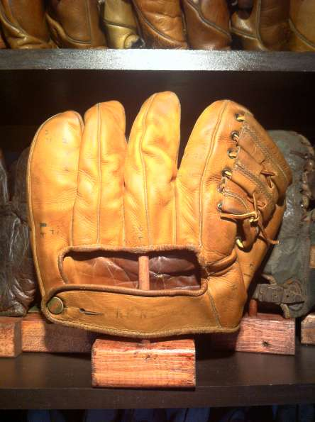 Wilson 609 Pitchers Model Back