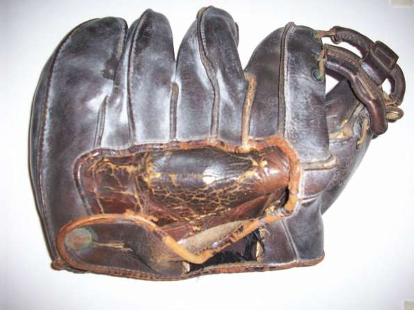 Wilson Outward Seams Glove Back
