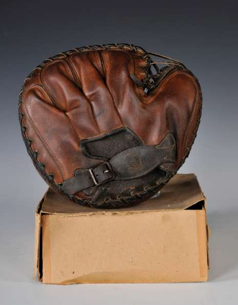 Victor, Wright & Ditson C37 Catchers Mitt Back