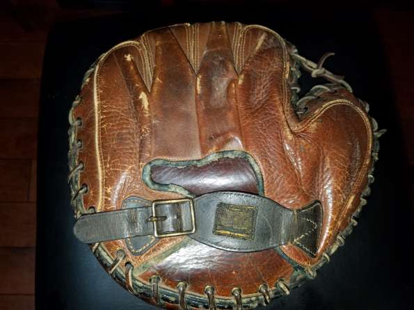 Victor, Wright & Ditson Catchers Mitt Brown Back