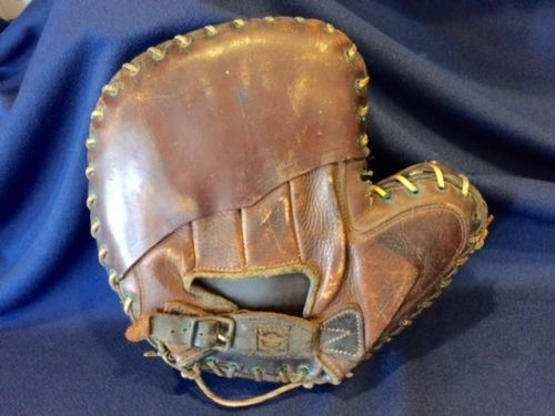 Victor, Wright & Ditson Decker Patent Catchers Mitt Back