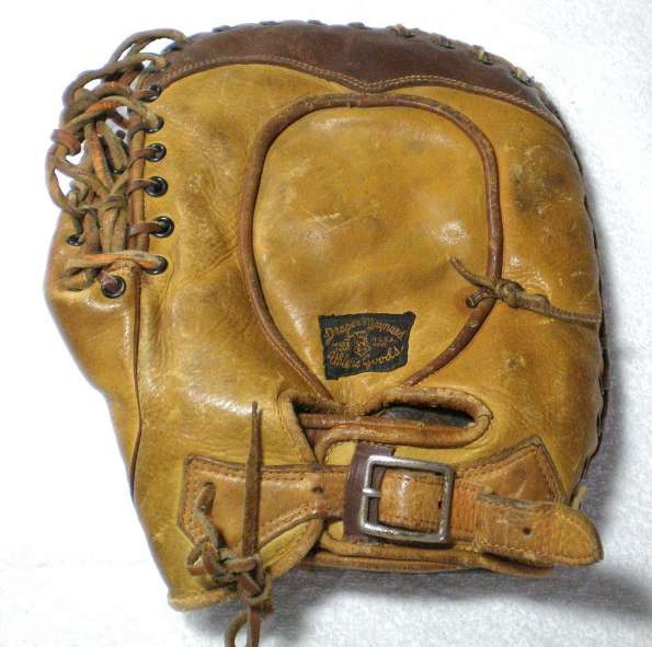 Gus Suhr D&M Decker Patent Basemitt Lefty Back