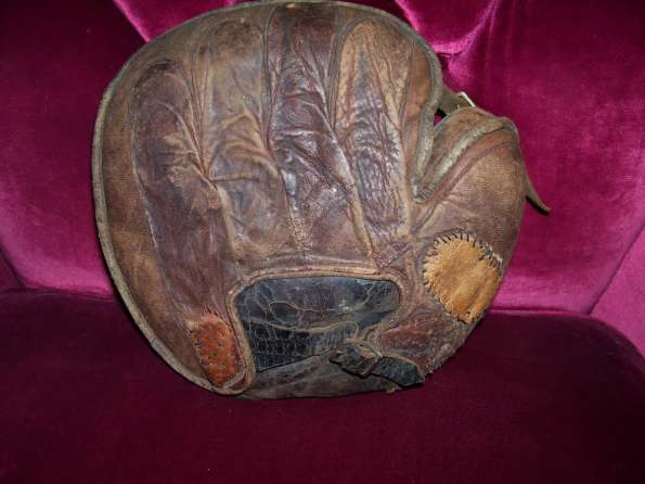 Early 1900's Crescent Catchers Mitt Back
